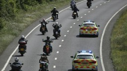 Zatkli desiatky motorkárov zo známeho klubu, ide o drogy a zbrane