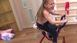 Martinka trpí vadou chrbtice, na nohy ju postaví len rehabilitácia