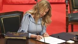 Slovensko má prvú prezidentku, Čaputová zložila sľub a prevzala palác