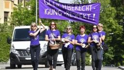 Švajčiarske ženy vyšli do ulíc, protestujú za rovnoprávnosť