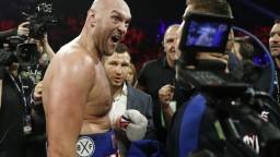 Fury oslávil triumf nad Schwarzom pozápasovým spevom