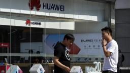 Huawei očakáva slabšie tržby, firme škodia americké sankcie