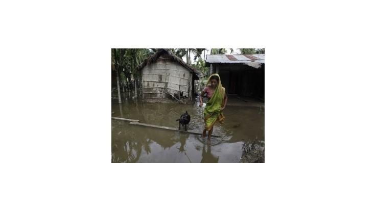 Povodne v Indii zabili 121 ľudí, 6 miliónov vyhnali z domovov