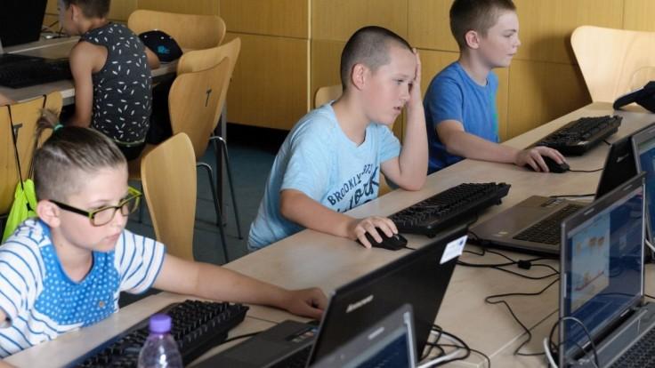 Digitálna gramotnosť detí rozdeľuje Slovensko, ukazuje prieskum