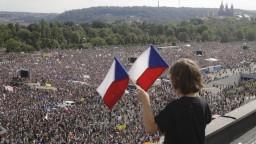 Najväčší protest od revolúcie. Babišovi odporcovia zaplnili Letnú