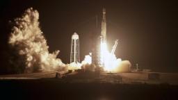 Raketa SpaceX úspešne odštartovala, vynesie desiatky družíc