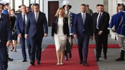 Lídri podpísali spoločnú deklaráciu, prihlásili sa k EÚ a NATO