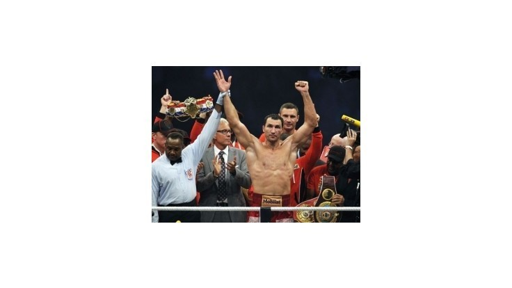 Vladimir Kličko zostáva svetovým šampiónom, knokautoval Thompsona