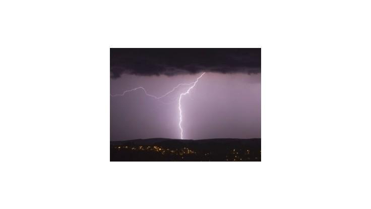 Silná búrka  spôsobila problémy v okolí mesta Spišská Belá