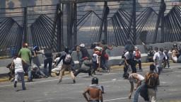 Malo to vyzerať, že sa bránili. Venezuelská vláda zabila tisícky mužov