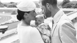 Harry a Meghan pokrstili svojho potomka za zatvorenými dverami