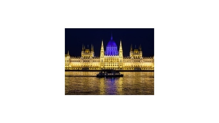 Maďarský parlament schválil poplatok za finančné transakcie