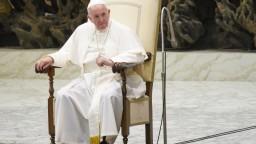 Sú ľudia, nie sociálny problém, zdôraznil pápež na špeciálnej omši