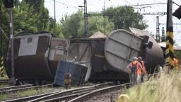 Vykoľajený vlak spôsobil veľké meškania, dopravu nahradili