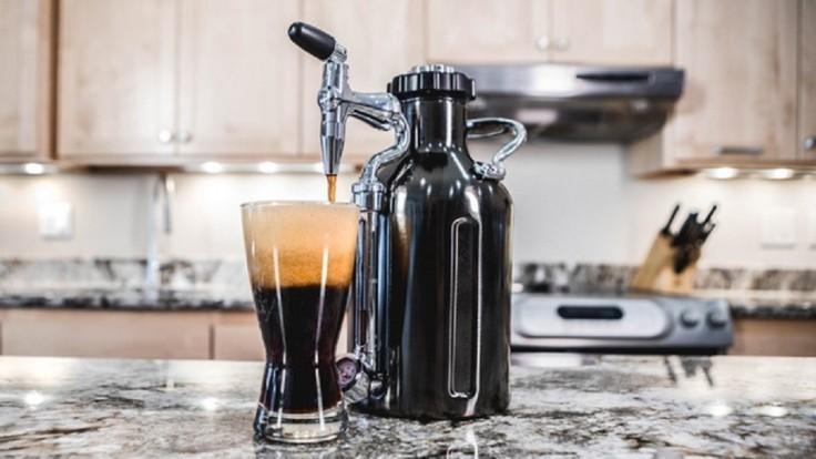 S uKeg sa dá nitro ľadová káva pripraviť pohodlne aj doma