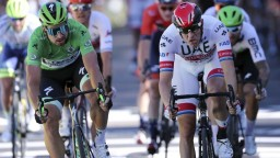 Štvrtú etapu ukoristil Viviani, Sagan tesne prehral boj o pódium