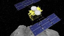 Japonská sonda opäť zaznamenala úspech a pristála na asteroide