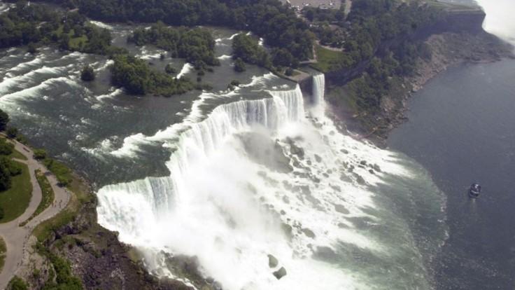 Muža strhla voda do Niagarských vodopádov. Padal 57 metrov
