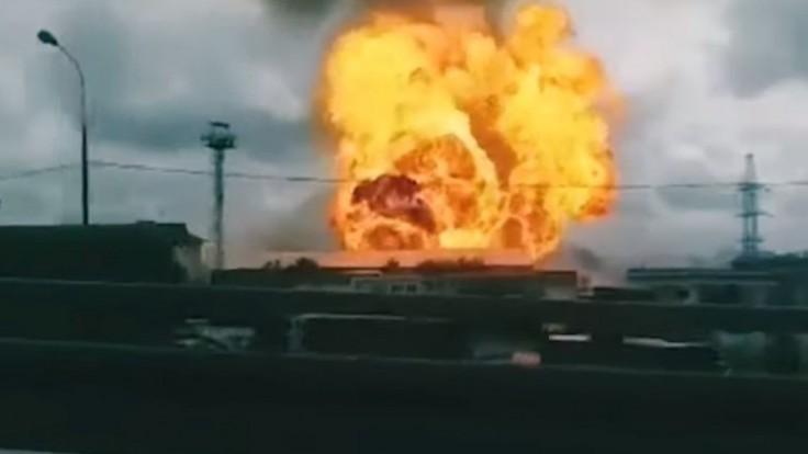 V elektrárni vypukol mohutný požiar, nasadili desiatky hasičov