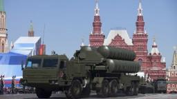 Erdogan uprednostnil Rusov, Turkom dorazila prvá dodávka S-400