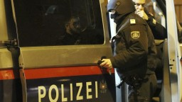 Zadržali politika z FPÖ, k streľbe na balkóne ho priviedol hnev