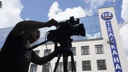 Na televíziu strieľali z granátometu, chcela vysielať film s Putinom