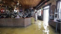Hurikán Barry udrel. Tisíce ľudí museli opustiť svoje domovy