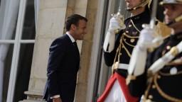 Macron chce lepšie chrániť družice, oznámil vznik vesmírnych síl