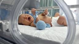 Počet narodených u nás už len tesne prevyšuje počet zomretých