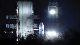 Druhú indickú lunárnu misiu museli odložiť hodinu pred štartom