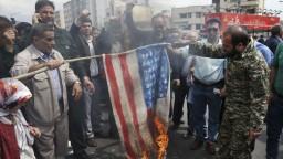 Irán je pripravený rokovať s USA, Rúhání však má podmienku