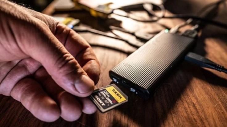 Sony do USB rozbočovača pridáva najrýchlejšiu čítačku kariet