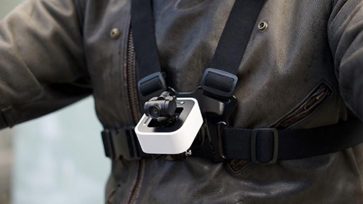 Malá akčná kamera Stacam má vlastný mechanický stabilizátor obrazu