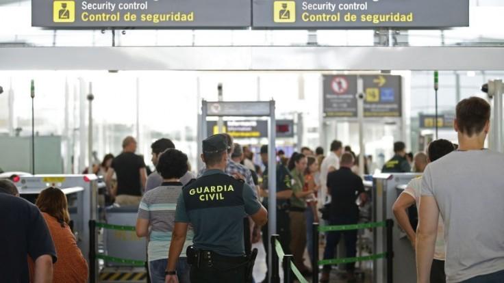 Na letisku chytili muža v parochni. Mal pod ňou množstvo kokaínu