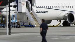 Boeing po tragédiách čelí kríze, potrebuje miliardy dolárov