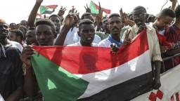 V Sudáne si uctili obete revolúcie. Počas protestov zomrelo 246 ľudí