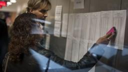 Nezamestnanosť sa napriek absolventom udržala pod 5 %
