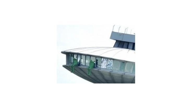 Na lietajúcom tanieri nad Bratislavou sedia zelené postavy