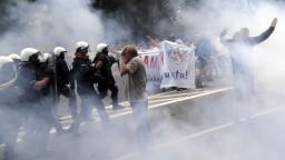 Pochod LGBTI ľudí v Poľsku sa zvrhol, narušili ho chuligáni