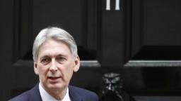 Britský minister odstúpi kvôli Johnsonovi, na brexit má iný názor