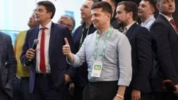 Zelenský po voľbách smeruje k väčšine v ukrajinskom parlamente