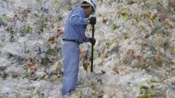 Vzniká zhoda na plastovej dani. Ľudia ju môžu pocítiť v obchodoch