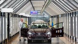 Európania kupujú menej áut, je to riziko pre Slovensko