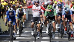 Rovinatú etapu vyhral Ewan, Saganovi tesne uniklo pódium