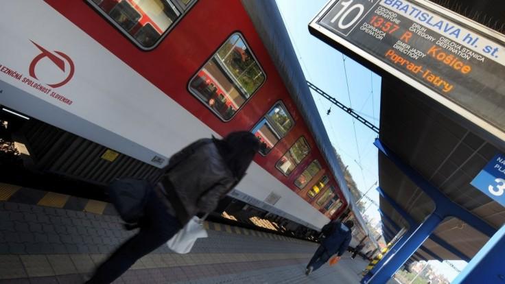 Smrteľná nehoda na koľajach, po incidente niektoré vlaky odriekli