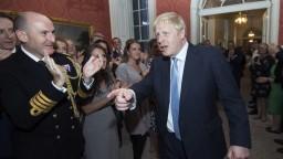 Johnson sa pustil hneď do práce, vymenoval prvých ministrov