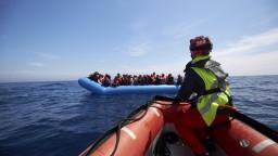 Po stroskotaní v Stredozemnom mori zahynulo vyše sto migrantov