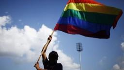 K týždenníku pridali nálepky proti gejom a lesbám. Súd to zakázal