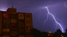 Budú silné a s krúpami, varuje SHMÚ pred víkendovými búrkami