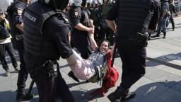 Ruská opozícia zvolala protest, polícia zatkla viac ako tisíc ľudí